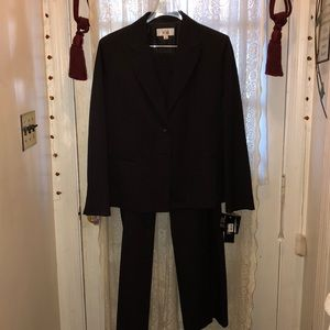 LE SUIT(BRAND NEW W/TAGS)-2PC PINSTRIPED PANTSUIT
